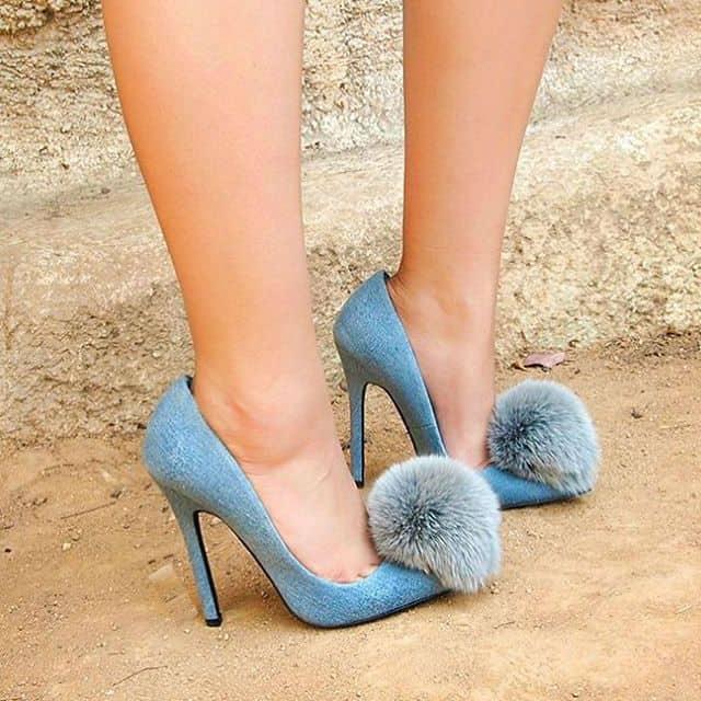Zapatos con pomp n amor a primera vista perlas y coco - Pompones para zapatillas ...