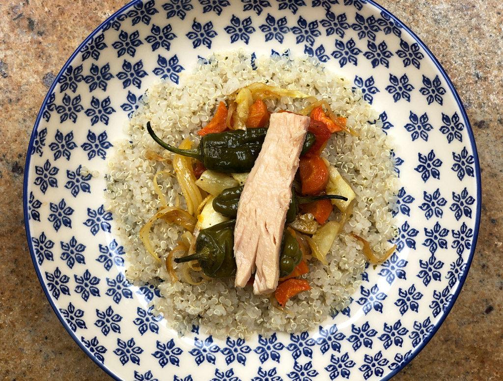 Ensalada de quinoa y pimientos de padrón